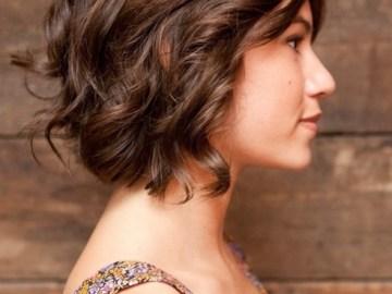 Coiffures brunes courtes pour cheveux ondulés 2014