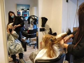 """Réouverture des salons de coiffure à Mons: """"Je n'ai pas voulu aller ailleurs par respect"""""""