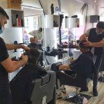 Les coiffeurs du salon Nerko ont offert des coupes à tous les clients ce dimanche.