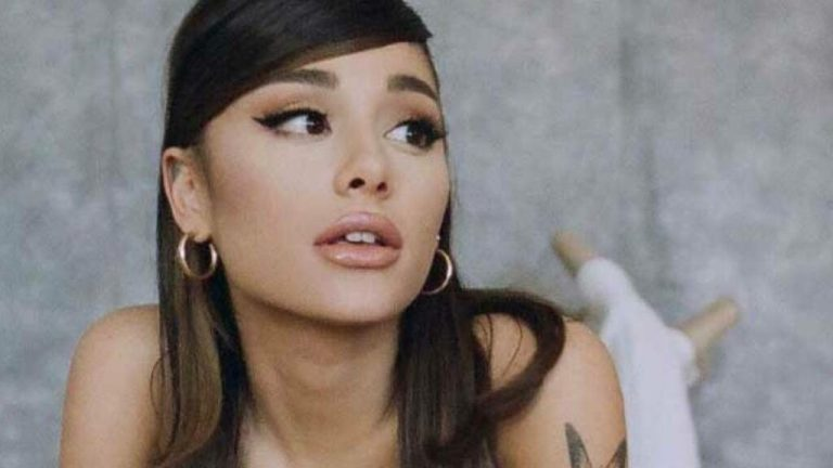 Adieu queue de cheval ?  Ariana Grande a partagé un rare aperçu de ses cheveux naturels sans extensions