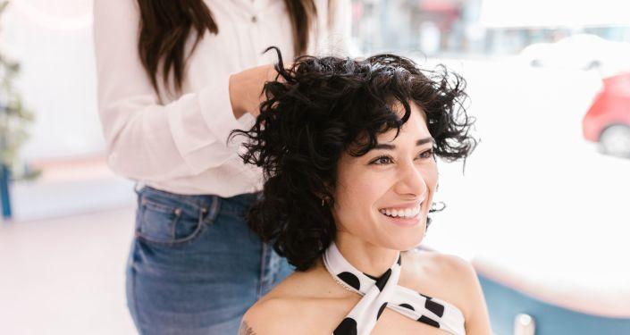 Coupe masculine vs féminine: un collectif de coiffeurs veut faire disparaître les tarifs genrés