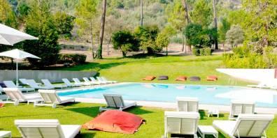 Outdoor_Lounge_Swimming_Pool_Portugal_Vidago_Palace_Prestigious_Venues