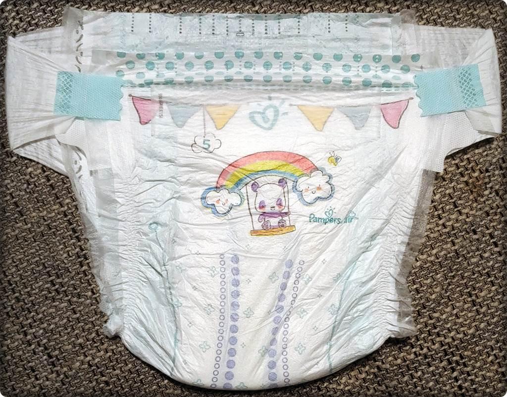 Vorderseite der Pampers baby-dry Größe 5 im Detail