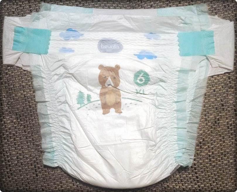 Vorderseite der Bevola Baby Premium Windeln 6 XL im Detail