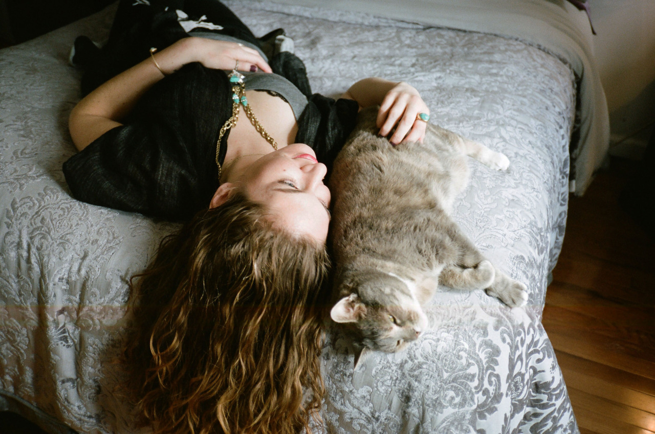 girls-and-their-cats-breanna-and-vivienne