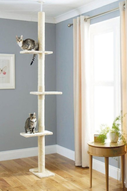 Floor to ceiling cat scratch post