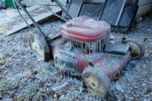 How to Maintain Lawnmower in Winter