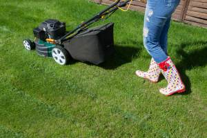 How to Mow the Lawn Without a Grass Catcher