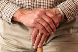 3 Best Fitness Trackers For Seniors/The Elderly In 2017