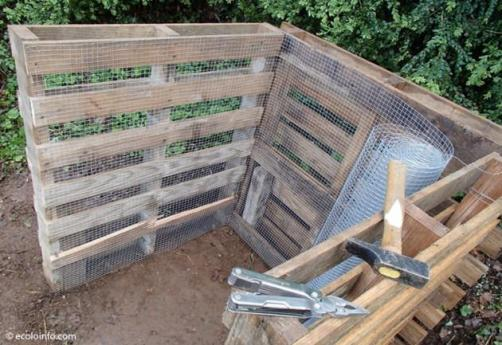 compost bin with chicken wire - best home gear