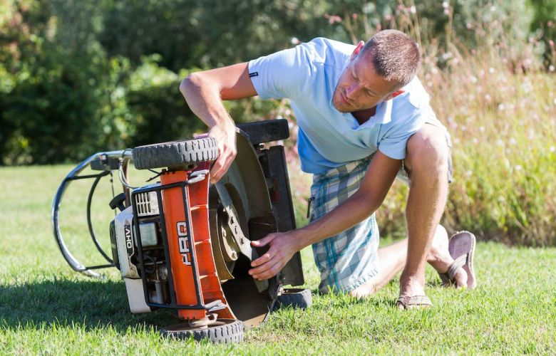 How to keep grass from sticking to mower | Best Home Gear