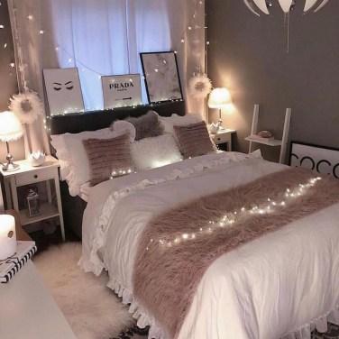 Attractive Teenage Bedroom Decorating Ideas For Comfort In Their Activities23