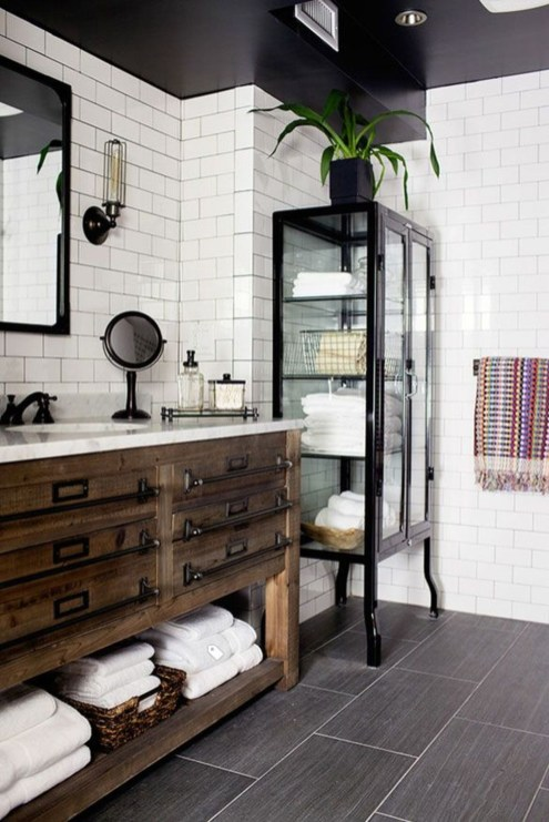 Amazing Industrial Bathroom Decorating Ideas For Your Inspiration47