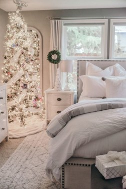 Amazing Winter Bedroom Decorating Ideas For Your Comfortable Sleep08