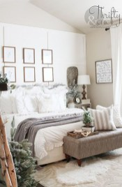 Amazing Winter Bedroom Decorating Ideas For Your Comfortable Sleep10