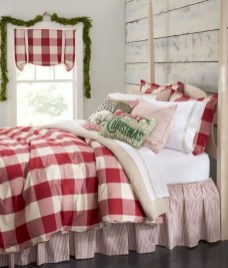 Amazing Winter Bedroom Decorating Ideas For Your Comfortable Sleep14