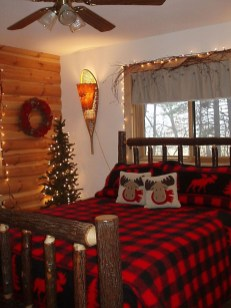 Amazing Winter Bedroom Decorating Ideas For Your Comfortable Sleep20