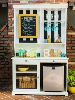 Awesome Outdoor Mini Bar Design Ideas You Must Have For Small Party07