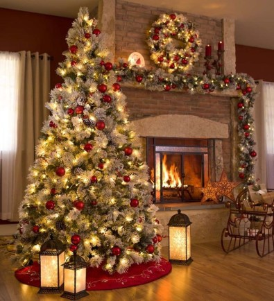 Best Christmas Living Room Decoration Ideas For Your Home18