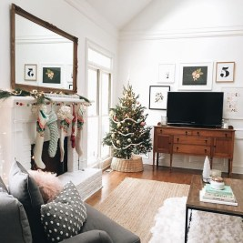 Best Christmas Living Room Decoration Ideas For Your Home21