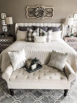 Cozy Bedroom Design Ideas To Make Your Sleep More Comfortable33