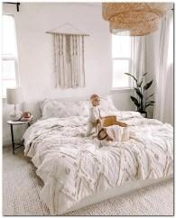 Cozy Bedroom Design Ideas To Make Your Sleep More Comfortable38