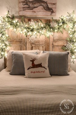 Impressive Christmas Bedding Ideas You Need To Copy27