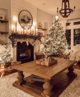 Marvelous Rustic Christmas Fireplace Mantel Decorating Ideas07