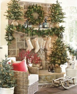Marvelous Rustic Christmas Fireplace Mantel Decorating Ideas22