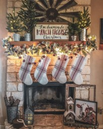 Marvelous Rustic Christmas Fireplace Mantel Decorating Ideas28