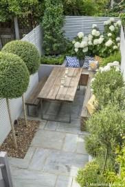 Minimalist Creative Garden Ideas To Enhance Your Small House Beautiful02