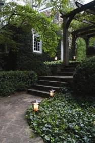 Minimalist Creative Garden Ideas To Enhance Your Small House Beautiful10