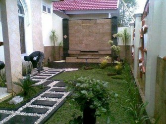 Minimalist Creative Garden Ideas To Enhance Your Small House Beautiful18