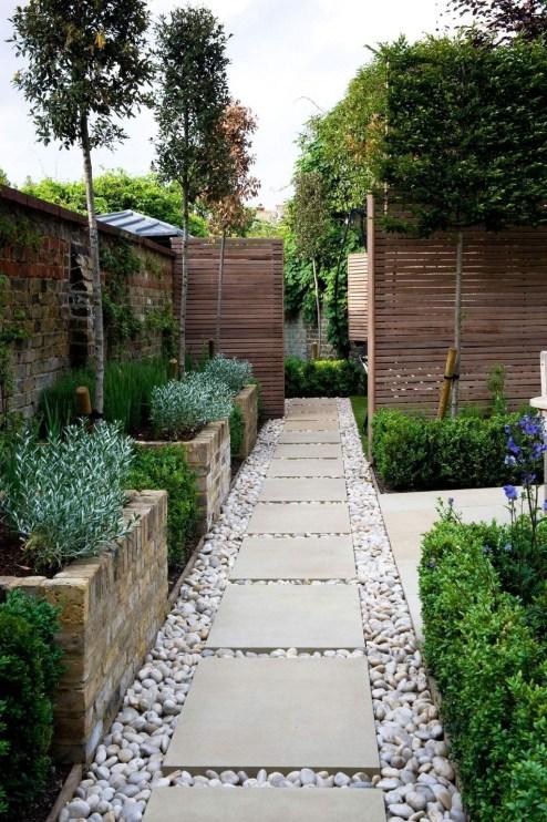 Minimalist Creative Garden Ideas To Enhance Your Small House Beautiful39