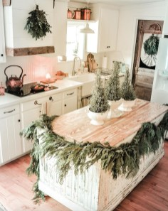 Wonderful Farmhouse Decor Ideas With Beautiful Greenery22