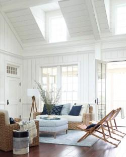 Attractive Lake House Living Room Decor Ideas05