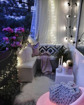 Enjoying Summer Balcony Decor Ideas06