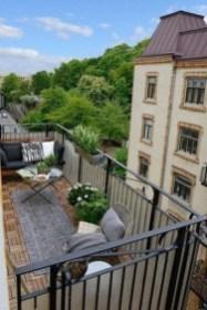 Enjoying Summer Balcony Decor Ideas22