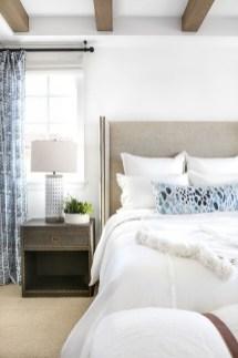 Impressive Coastal Bedroom Decorating Ideas11