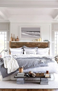 Impressive Coastal Bedroom Decorating Ideas15
