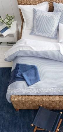 Impressive Coastal Bedroom Decorating Ideas26