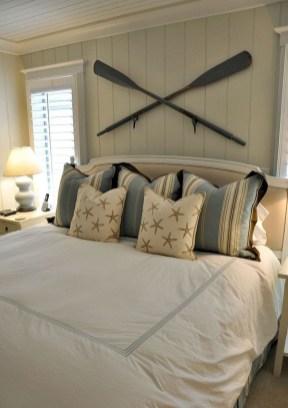 Impressive Coastal Bedroom Decorating Ideas34