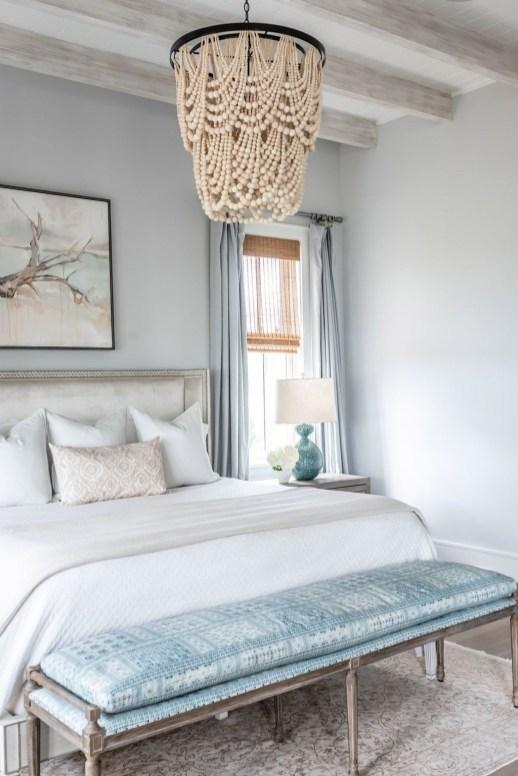 Impressive Coastal Bedroom Decorating Ideas37