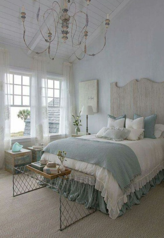 Impressive Coastal Bedroom Decorating Ideas38
