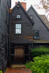 Incredible Homes Decorating Ideas With Black Exteriors46