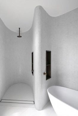 Minimalist Bathroom Bathtub Remodel Ideas15