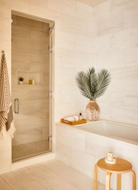 Minimalist Bathroom Bathtub Remodel Ideas18