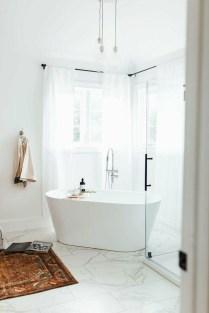 Minimalist Bathroom Bathtub Remodel Ideas21