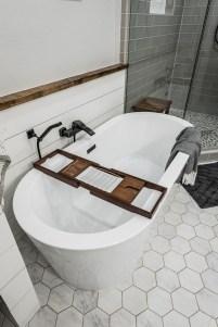 Minimalist Bathroom Bathtub Remodel Ideas32