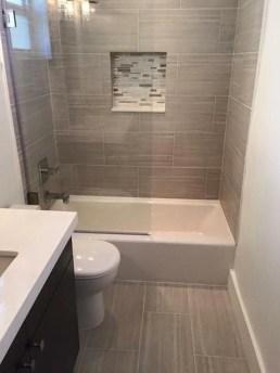 Minimalist Bathroom Bathtub Remodel Ideas33